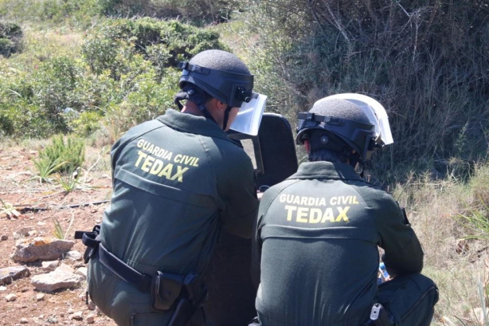 La Guardia Civil destruye un proyectil de artillería de la Guerra Civil en el Puig de L'Ofre