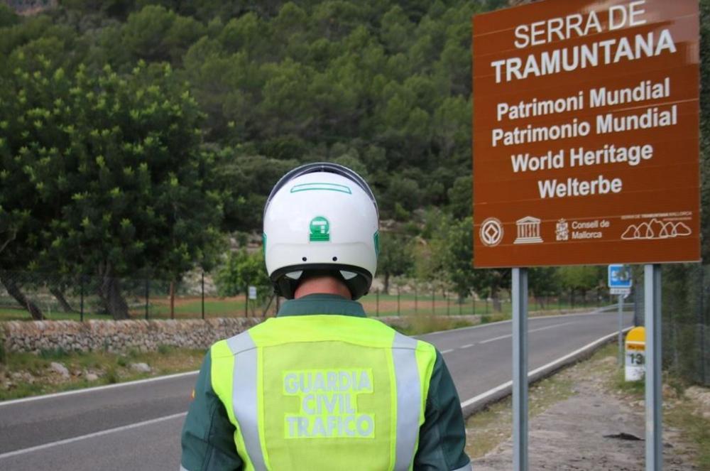 La  Guardia Civil sorprende  a  un  motorista circulando a 154 km/h en la carretera MA-10 (Pollensa-Andratx)