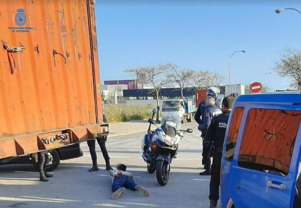 Detenido por la policía nacional tras darse a la fuga con una furgoneta para evitar ser detenido