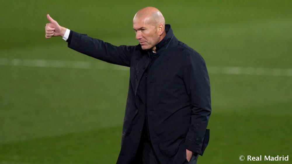 El Real Madrid se lleva la victoria y el liderato en el clásico