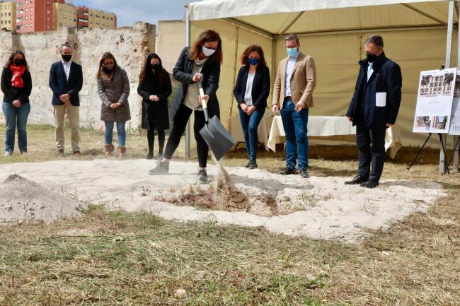 El Govern pone la primera piedra de una nueva promoción de 35 VPO en Palma
