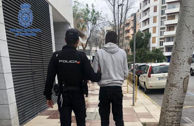 Detenido por amenazar con una motosierra a un hombre tras recriminarle que se pusiera la mascarilla