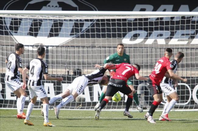 El RCD Mallorca se atasca y cae por la mínima ante el CD Castellón