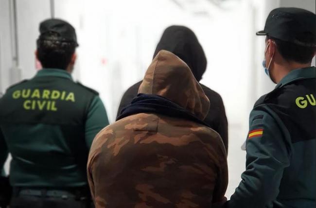 La Guardia Civil ha detenido a varios de los presuntos autores del robo con violencia ocurrido en Playa d'en Bossa de Ibiza