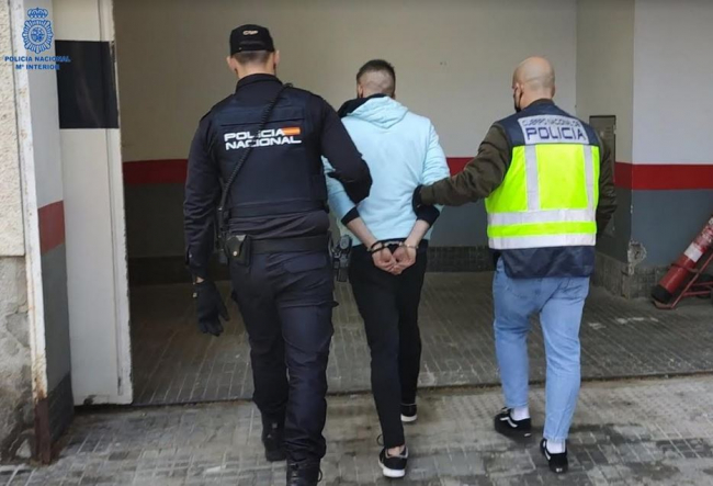 La Policía Nacional de Palma detiene a un hombre por un delito continuado de hurto