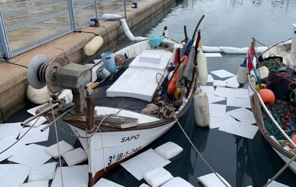 Ports IB controla un vertido de productos químicos en el Club Náutico de Sant Antoni