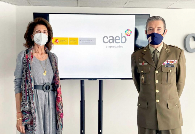 CAEB y el Ministerio de Defensa firman un convenio para facilitar la incorporación laboral del personal militar