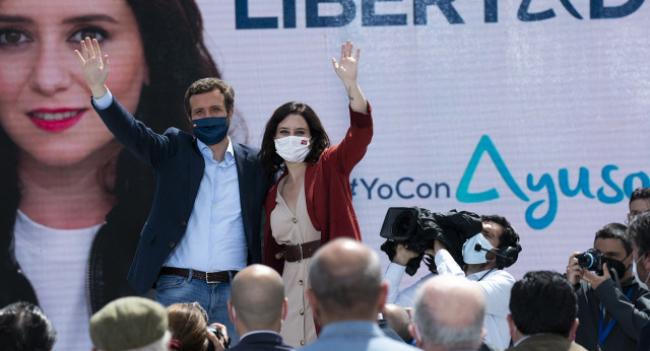 Ayuso arrasa en Madrid y el PSOE se desploma