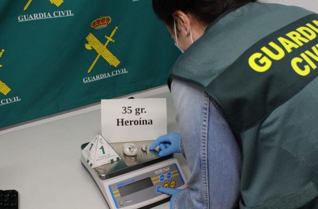 La Guardia Civil ha detenido a una mujer en el aeropuerto de Mahón por tráfico de drogas