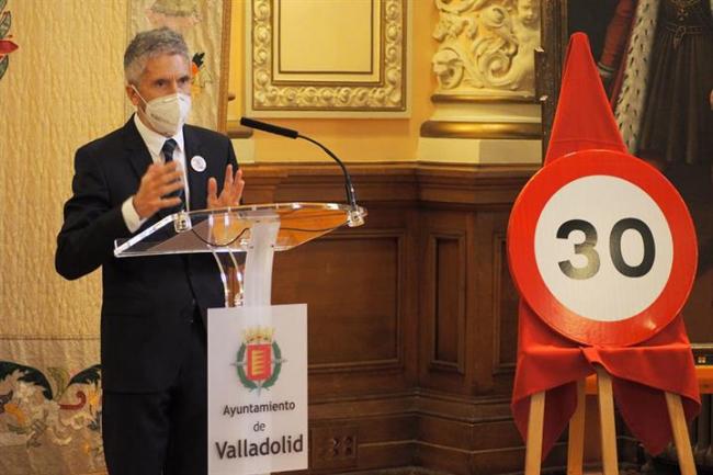 Piden a Grande-Marlaska que explique porque ha dado por hecho que en Baleares tenemos las infraestructuras necesarias para recibir a migrantes