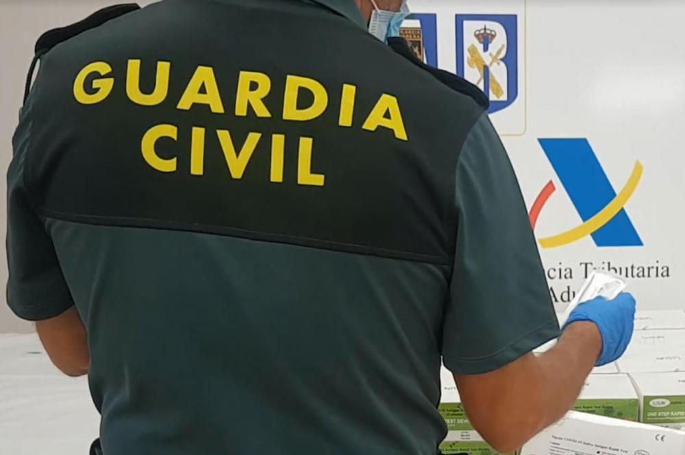 La Guardia Civil y la Agencia Tributaria han intervenido en el aeropuerto de Palma test COVID procedentes de China