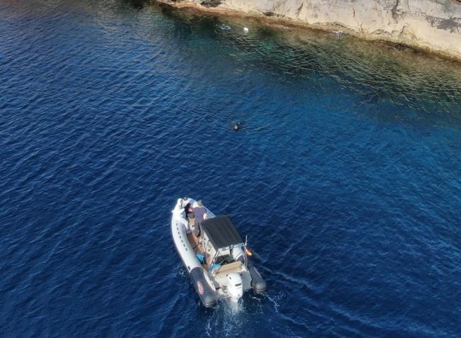 Pesca denuncia una embarcación con tres pescadores submarinos en la reserva des Freus de Eivissa y Formentera que se dieron a la fuga
