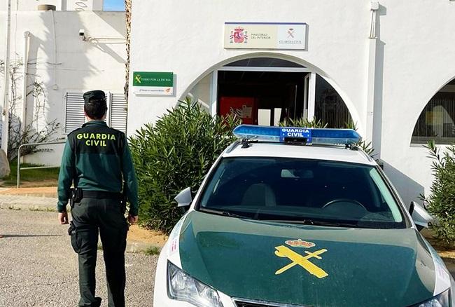 La Guardia Civil ha detenido al autor de varios robos con fuerza en interior de vehículos