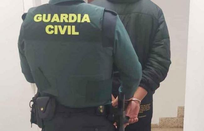 La Guardia Civil ha detenido a un hombre como autor de varios robos en interior de  vehículos en Campos