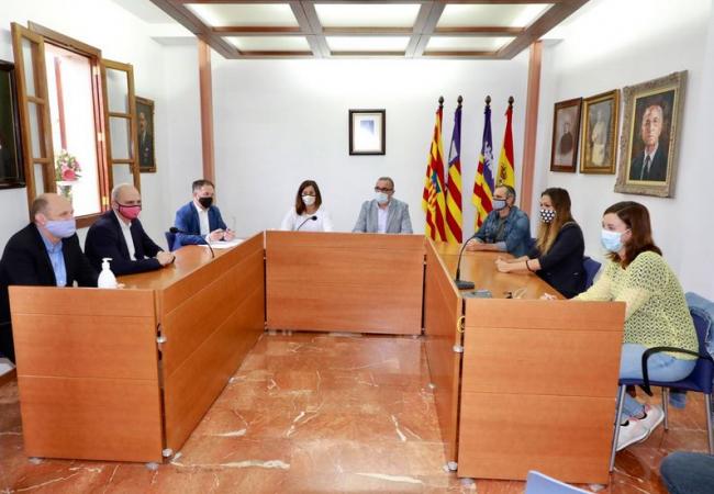 Armengol se reúne con el Ayuntamiento de Santa Eugènia para tratar varias cuestiones de mejora del municipio