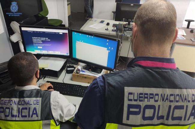 La Policía Nacional de Palma detiene a un hombre que poseía y distribuía material pornográfico infantil
