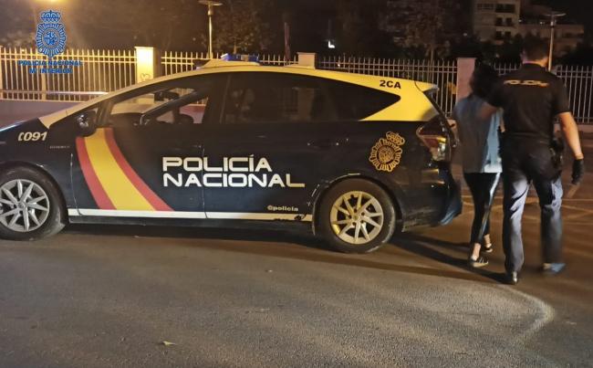 Dos detenidos por entrar a robar en un establecimiento de Palma rompiendo la puerta