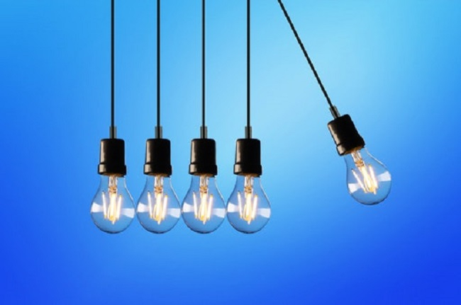 El Gobierno prepara medidas temporales para bajar el precio de la luz