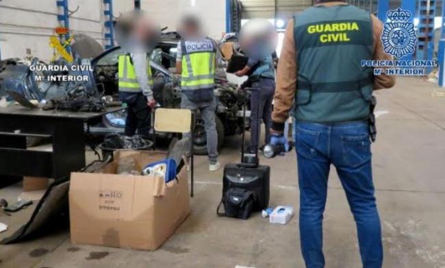 Compraban vehículos siniestrados para suplantar coches similares que robaban