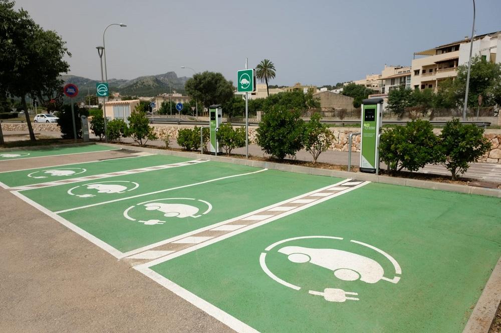 Govern ofrece a los ayuntamientos ayuda para modernizar infraestructuras con la electrificación de los vehículos