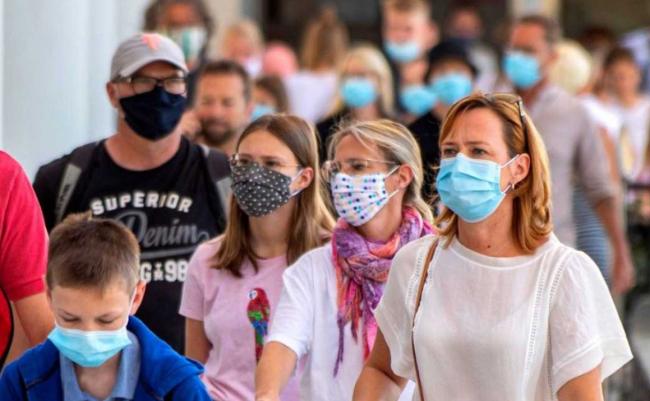 El Gobierno aprueba flexibilizar el uso de la mascarilla en espacios exteriores a partir de este sábado