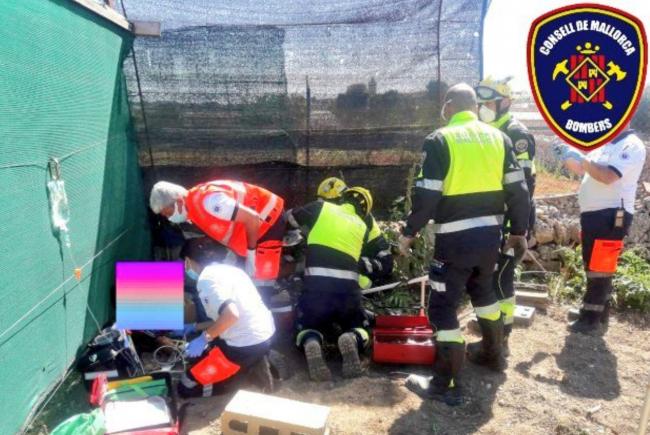 Bombers de Mallorca rescatan a un niño de 13 años con la pierna atrapada por un motocultor en Sineu
