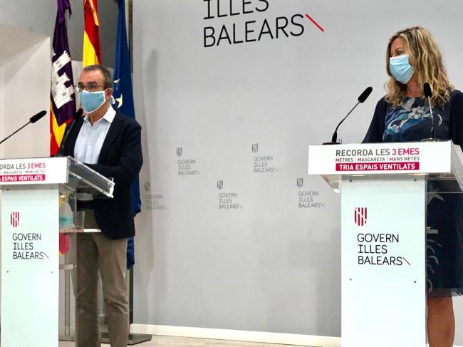 Los grupos organizados de más de veinte personas que viajen a Baleares tendrán que presentar vacunación completa o PCR negativa