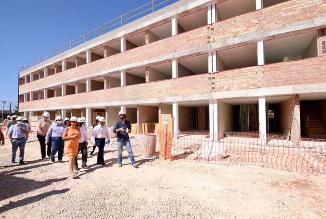 Armengol y Marí visitan las obras de una promoción de 54 VPO en Inca