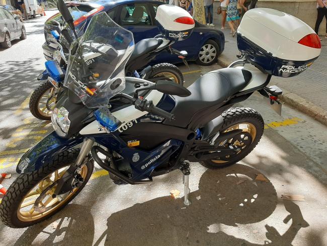 La Policía Nacional incorpora 2 motocicletas eléctricas a su flota de vehículos policiales