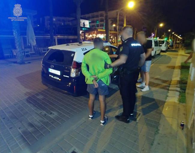 La Policía Nacional detiene a once varones por robos y hurtos en playa de Palma