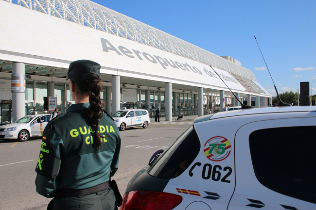 La Guardia Civil ha detenido a un hombre en el aeropuerto de Palma por un delito de recaptación de objetos robados