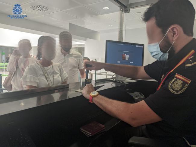 La Policía Nacional refuerza los controles del aeropuerto en la temporada estival