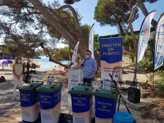 El Ayuntamiento de Santanyí suma cuatro playas de Cala d'Or a la campaña del Govern Endu-te'n un plàstic! de limpieza de playas