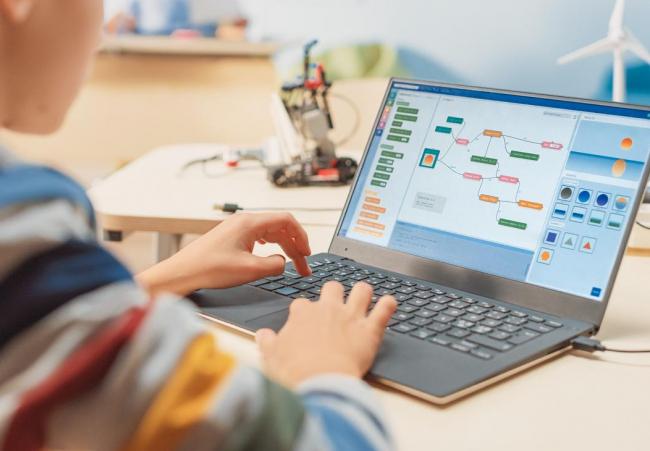 Autorizan a Educación a formalizar la contratación centralizada de ordenadores portátiles