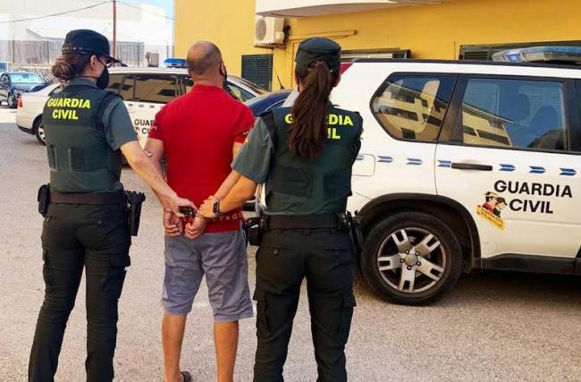La Guardia Civil detiene a un  hombre que agredió a otro por pedirle que usara la mascarilla