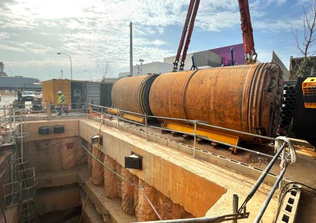 Comienza la excavación de un nuevo tramo del colector interceptor, entre la vía de Cintura y el camí Fondo