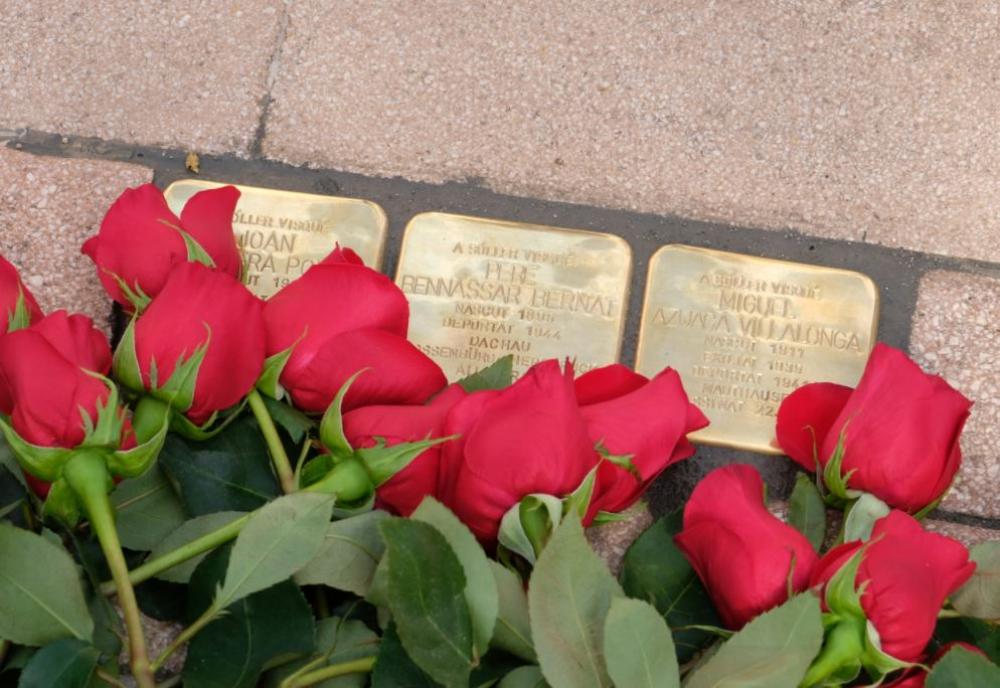 La instalación de tres piedras a víctimas de los campos nazis en Sóller cierra el proyecto Piedras de la Memoria en Mallorca
