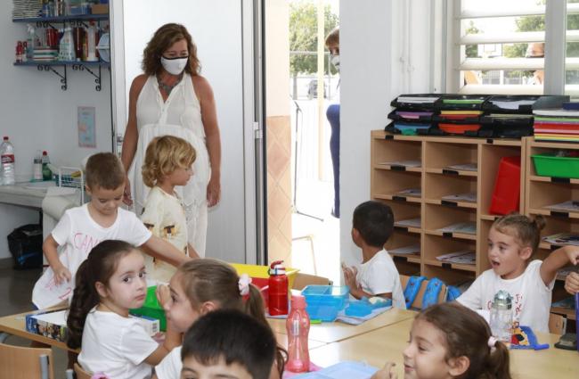 Armengol, ha visitado el CEIP Ses Cases Noves, en Marratxí, para inaugurar el inicio del curso escolar 2021-2022