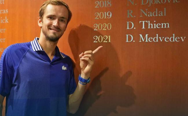 Medvedev sorprende a Djokovic y se lleva el US Open