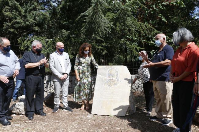 El Consell de Mallorca rinde homenaje a Tolo Güell con un monolito en Lluc