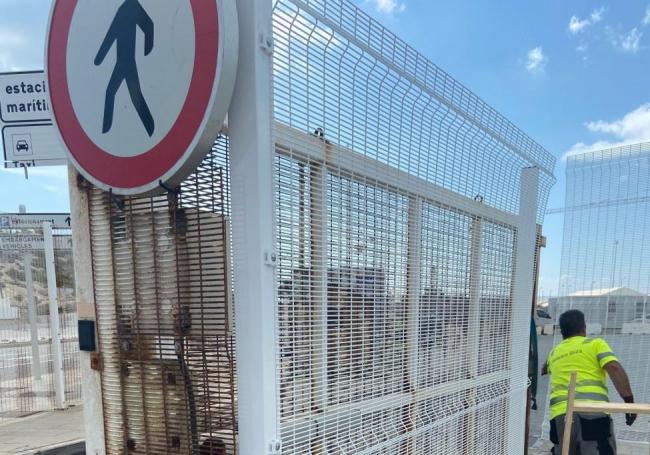 La APB refuerza la seguridad del recinto controlado del puerto de Eivissa con nuevos cerramientos y puertas de acceso