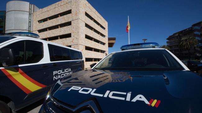 Amenaza con unas tijeras a los clientes de un bar en Ibiza