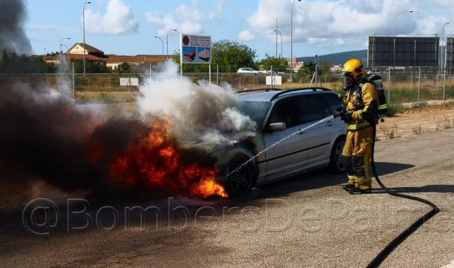 Incendio de un vehículo en las inmediaciones de Son Pardo