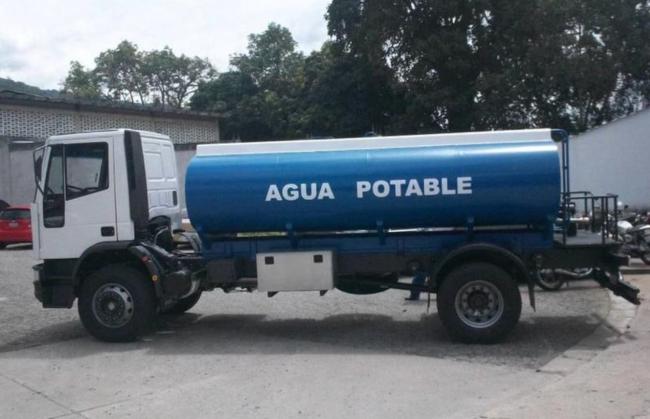 Salut recuerda que las cisternas o depósitos móviles que transportan agua de consumo humano solo pueden llevar agua