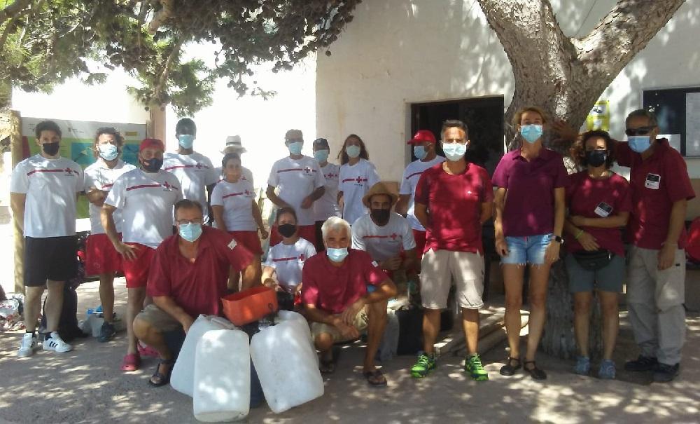 Voluntarios de Cruz Roja recogen 70 kilos de residuos de las playas del Parque Nacional de Cabrera