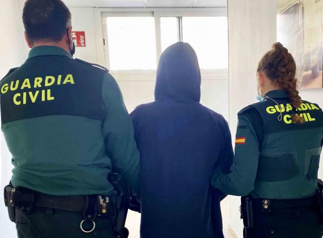 La Guardia Civil detuvo el pasado fin de semana a un hombre por tráfico de drogas en Ibiza