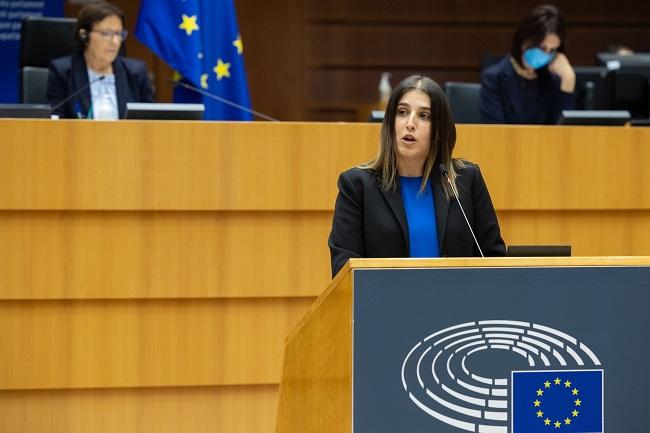 Homs defiende en el Parlamento Europeo la suspensión definitiva de las represalias de Estados Unidos contra el calzado español