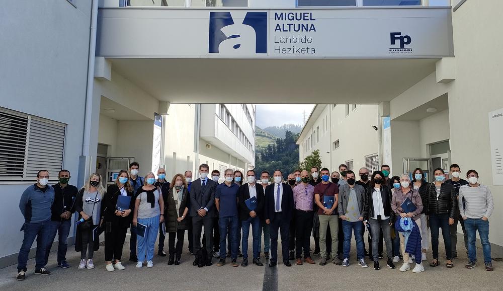 Una treintena de profesores de centros Formación Profesional de las Illes Balears visita el País Vasco