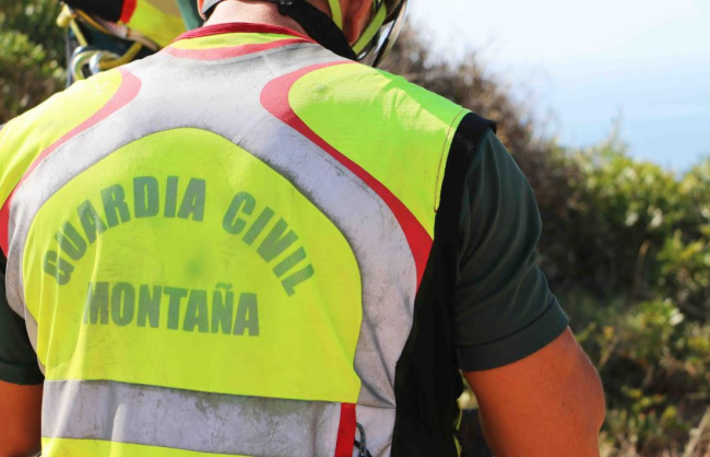 La Guardia Civil traslada a Son Espases a un hombre que se había hecho un gran corte en la pierna con una motosierra
